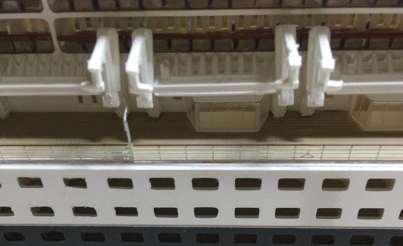 construction du queen mary 2 au 1/400 de chez revell - Page 11 Img_1114