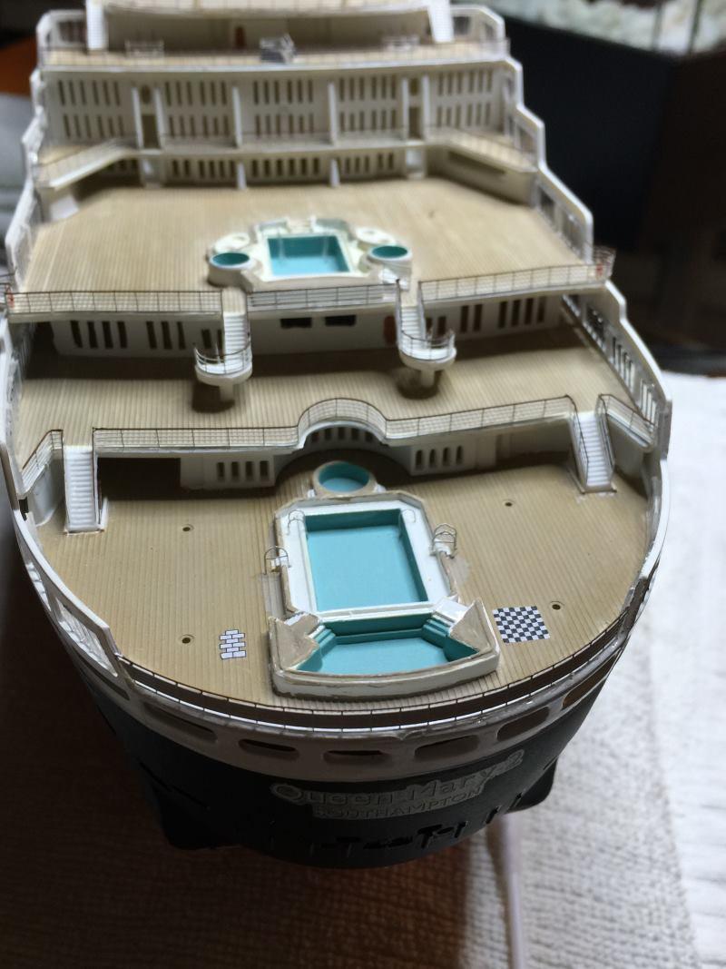 construction du queen mary 2 au 1/400 de chez revell - Page 11 Img_1126