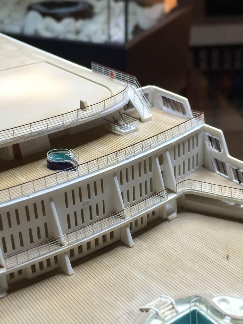 construction du queen mary 2 au 1/400 de chez revell - Page 11 Img_1128