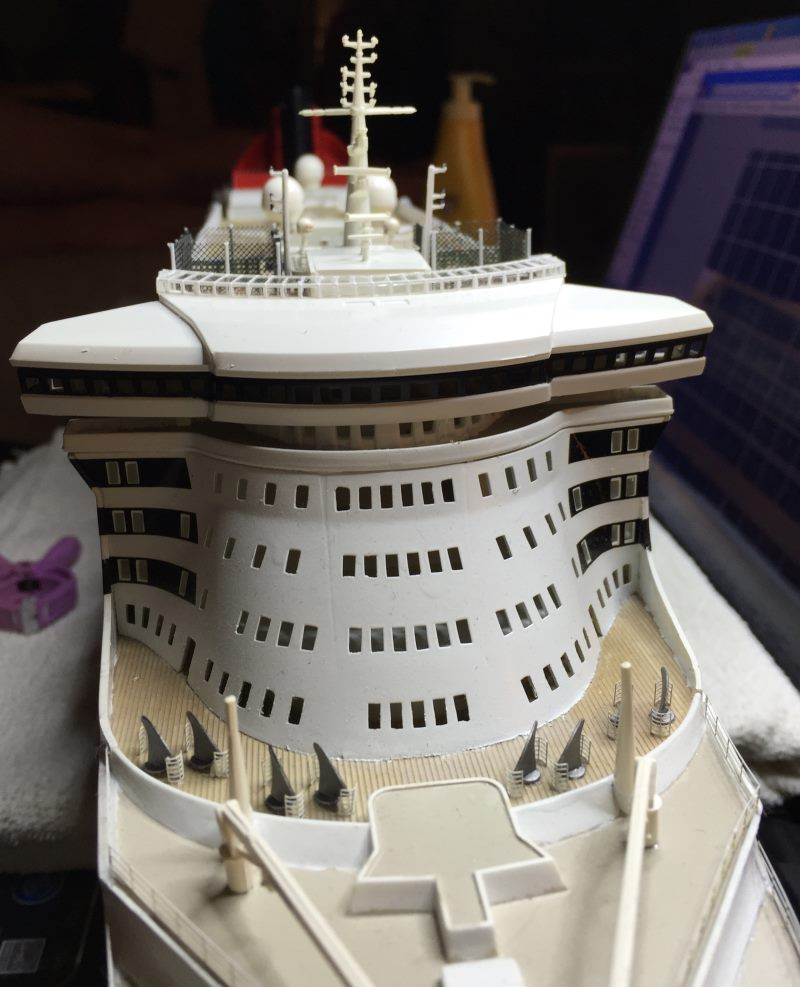 construction du queen mary 2 au 1/400 de chez revell - Page 13 Img_1290