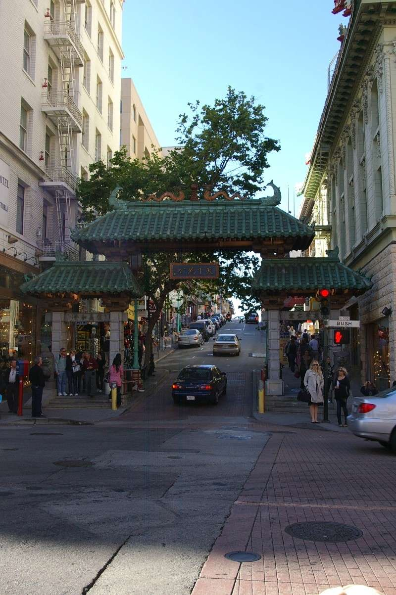 Lombard Street (Twisty Street), San Francisco, Californie - Etats-Unis - Page 2 Chinat10