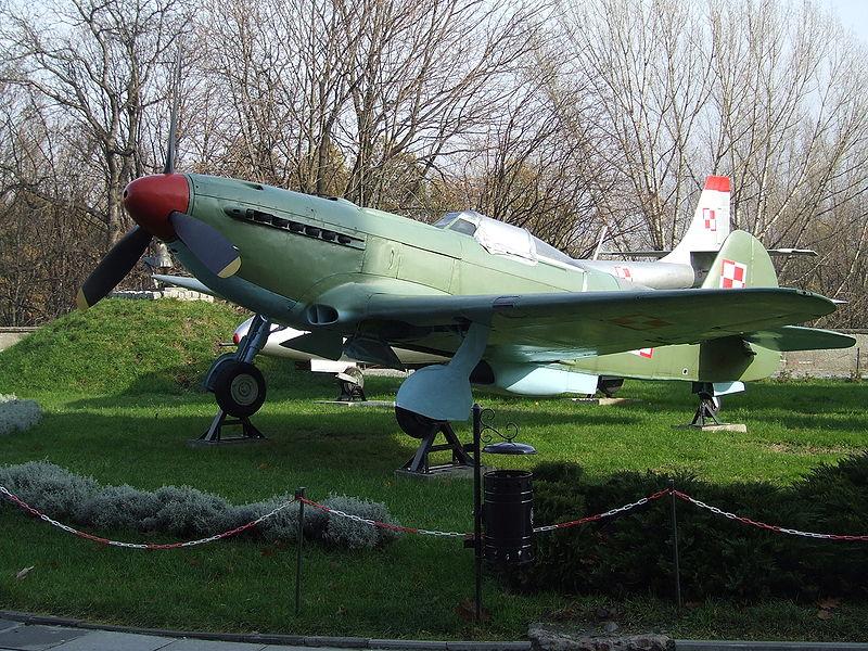 Avions de la seconde guerre mondiale - Page 8 Yak-9p10