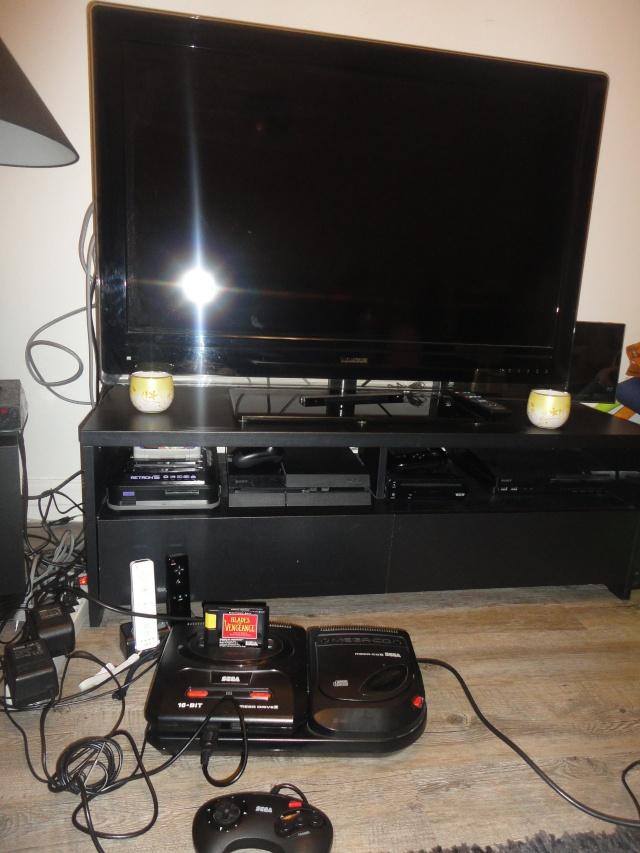 Faites partager votre petit coin où vous jouez à la console  Dsc08510