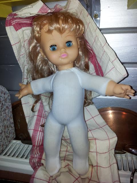 """Besoin de vos lumières ! Est ce bien une """"bendable"""" appelée  Dolly ? 25cmco10"""