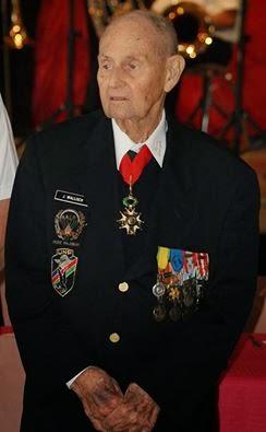 DECES D'UN GRAND LEGIONNAIRE L'adjudant-chef Johann Wallish a servi 15 ans et demi à la Légion étrangère (février 1946 – août 1962). Il a effectué trois séjours en Indochine. Blessé et prisonnier à Dien Bien Phu Lygio_12