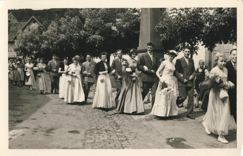 Mariage à Wangen fin des années 1950 : reconnaissez-vous les mariés? La famille? Des invités? Image013