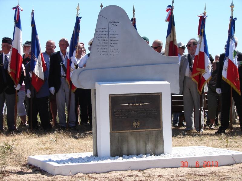 [ Histoires et histoire ] Un monument en l'honneur d'un B17 Dsc06519