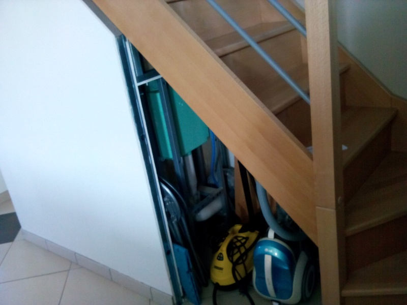 sous escalier Img_2014