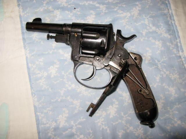 revolver Glisenti Bodéo Mle 1889 = un 1873 low-cost ?  Img_0415