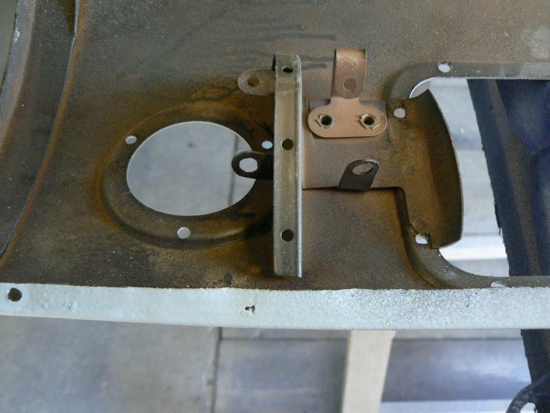 support d'ampoule navette malle arriere P1020810