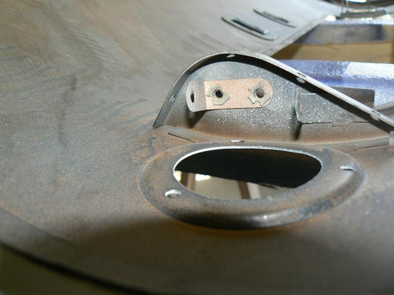 support d'ampoule navette malle arriere P1020811