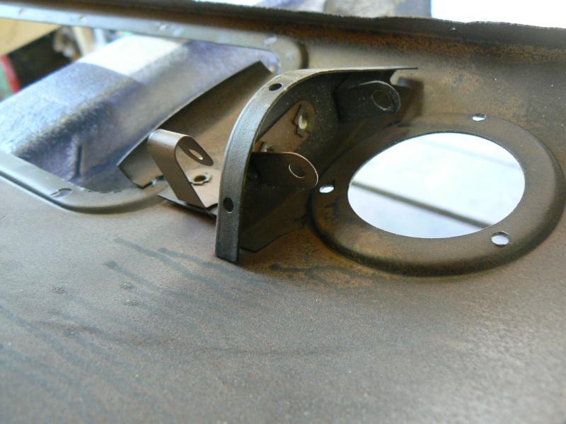 support d'ampoule navette malle arriere P1020813