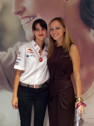[SALON] Mondial de Paris 2012 - Page 17 Hotess10