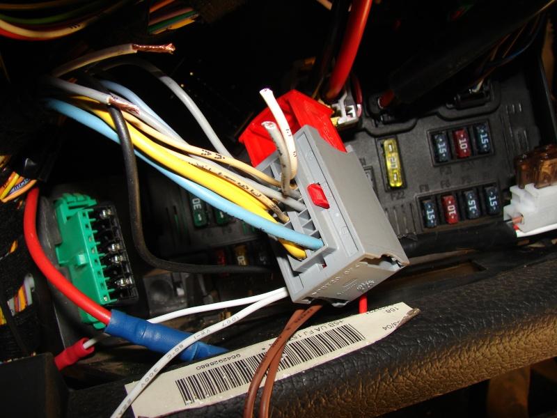 Tuto de montage d'un kit de commande de centralisation a distance 206  Dsc06212