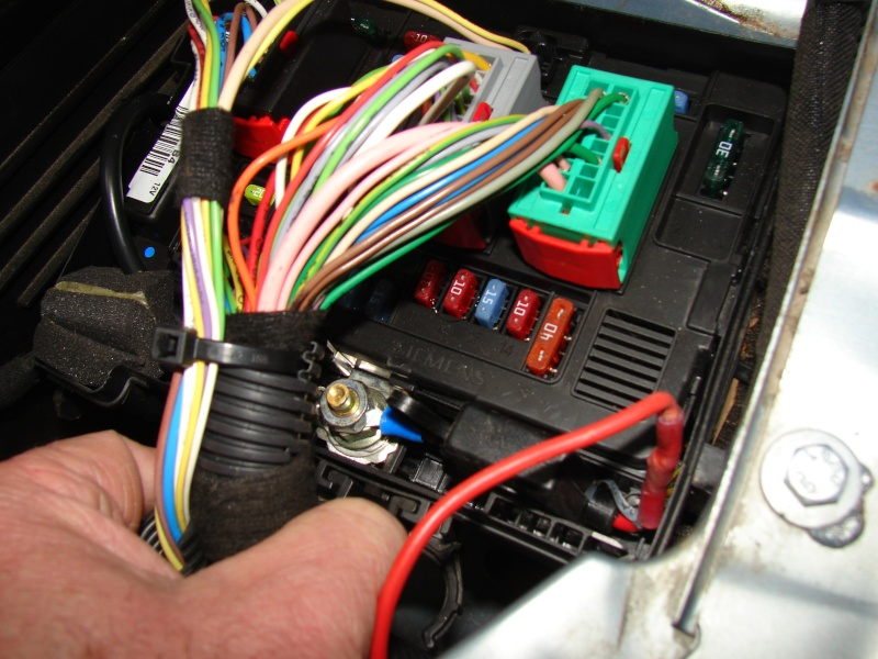 Tuto de montage d'un kit de commande de centralisation a distance 206  Dsc06219