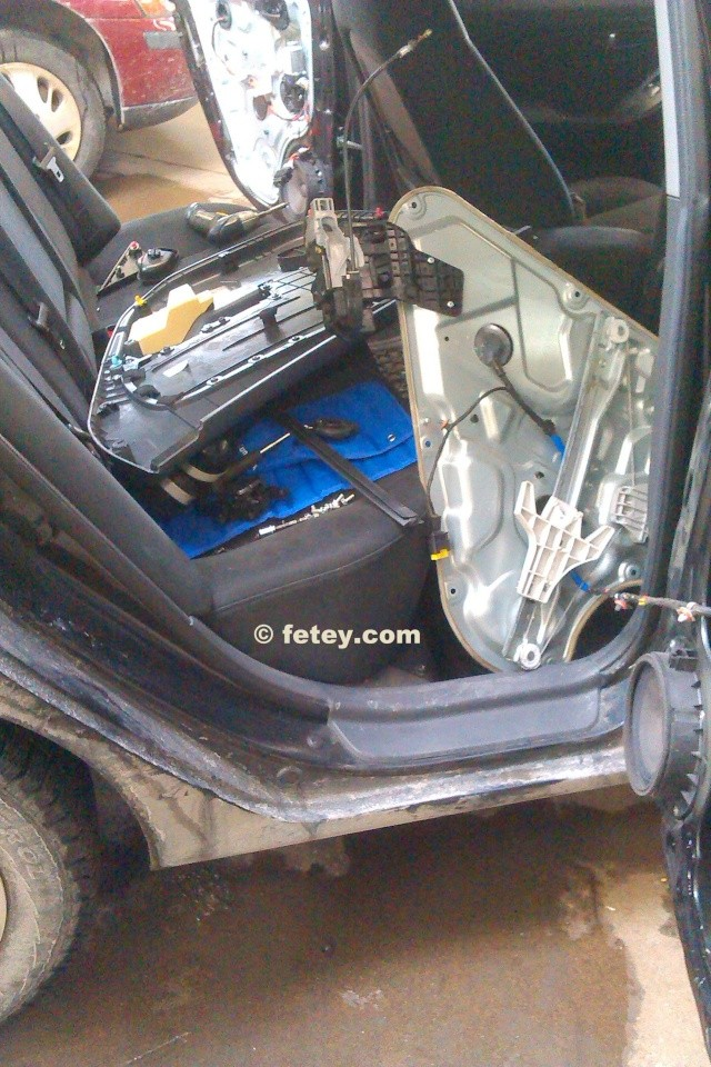 Hyundai Elantra 2007, portes arrières n'ouvrent plus 2015-015