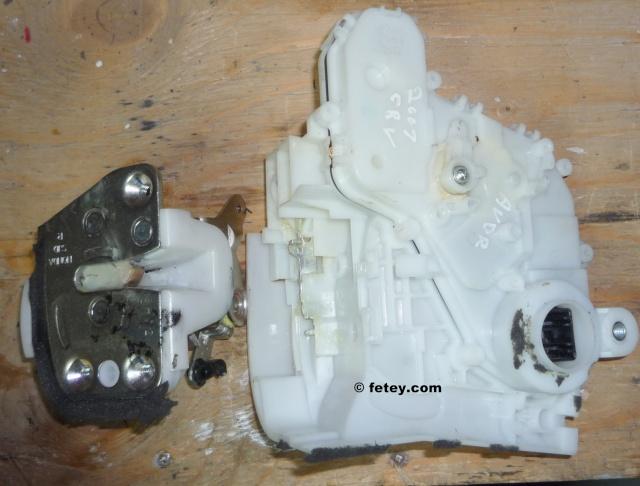 Barrure électrique Honda CRV 2007 démonté Fyv20117