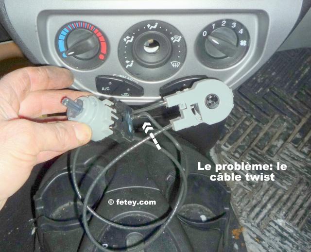 Ford Focus ZX5 SES 2005 2L, contrôle des trappes de ventilation brisé P1120213