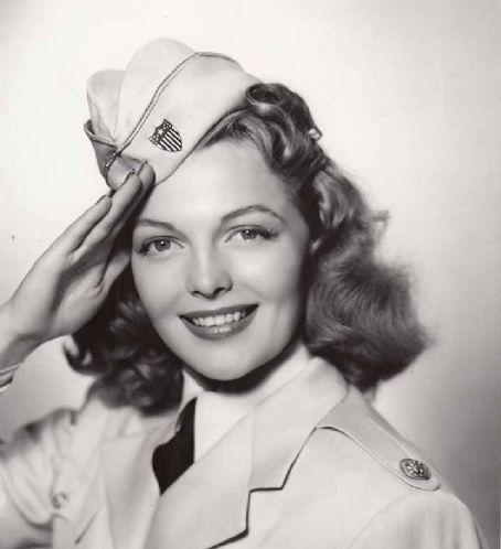 22 octobre 1943 - Elyse Knox Elyse10