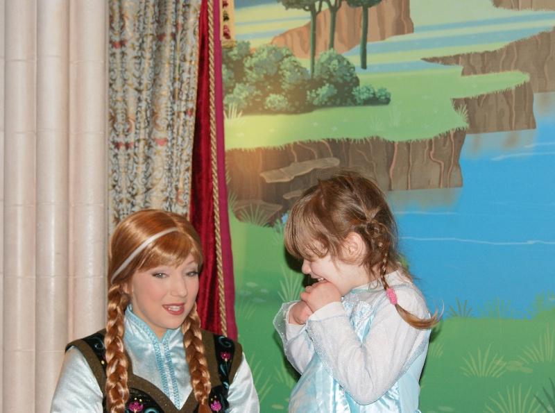 Princess Pavilion avec Anna et Elsa - Page 6 Anna_e10