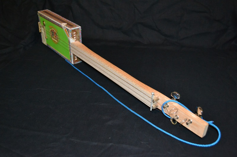 Fabriquer une cigar box guitar simple. C-b-g_12