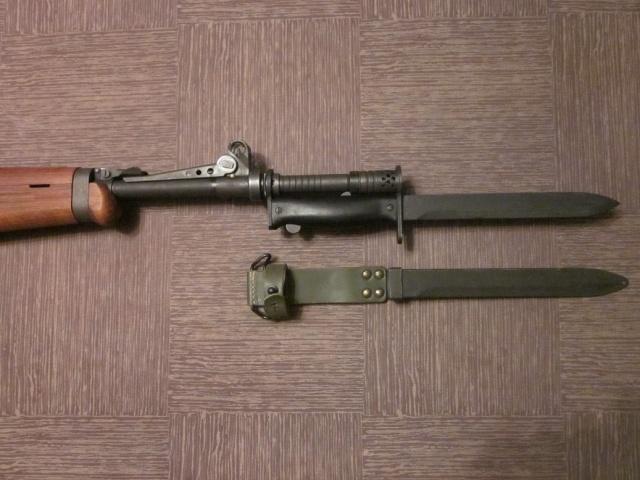 Quelques baïonnettes montées sur leurs armes Img_8224
