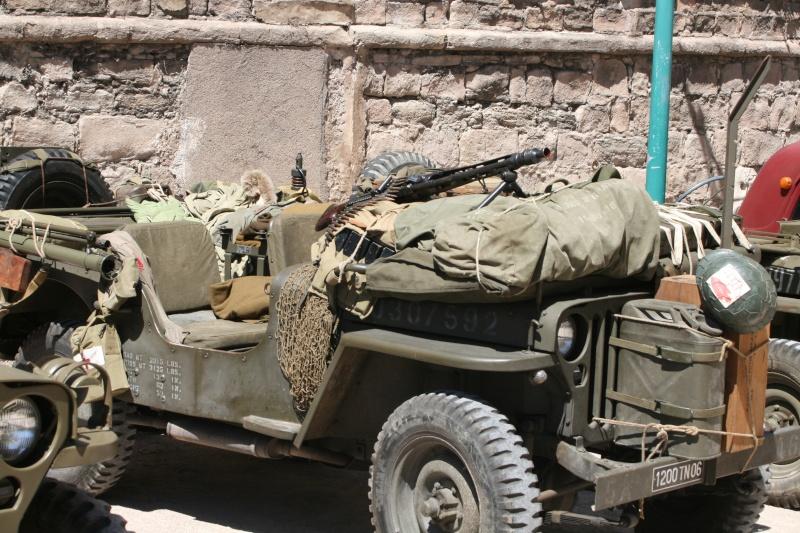 photos prie par mai soin de véhicule militaire ancien pour la fête de la libération du MUY Img_6014