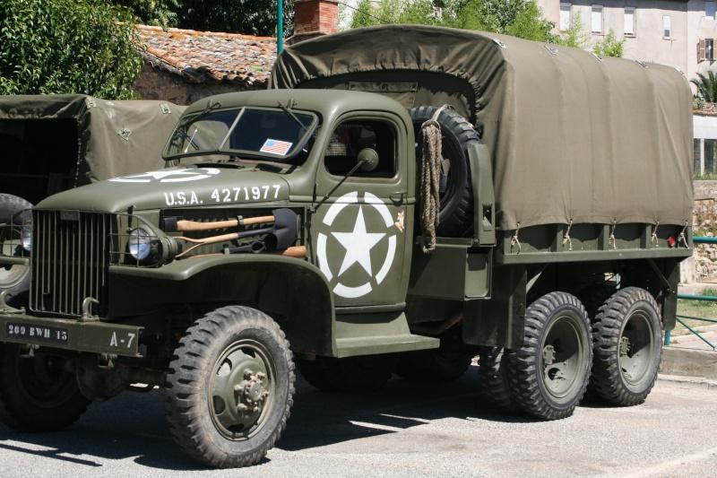 photos prie par mai soin de véhicule militaire ancien pour la fête de la libération du MUY Img_6022
