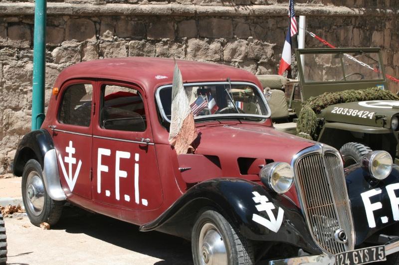photos prie par mai soin de véhicule militaire ancien pour la fête de la libération du MUY Img_6025