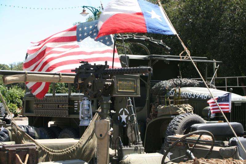 photos prie par mai soin de véhicule militaire ancien pour la fête de la libération du MUY Img_6027