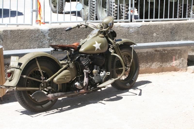 photos prie par mai soin de véhicule militaire ancien pour la fête de la libération du MUY Img_6031