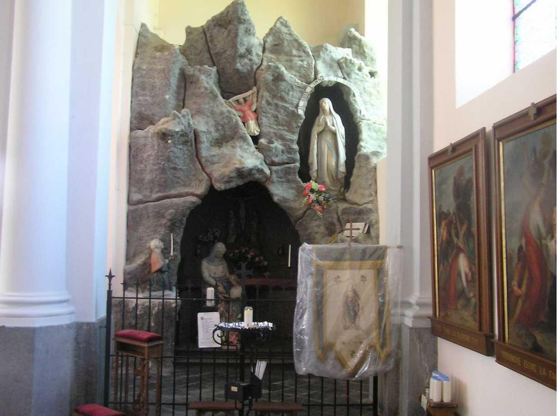 Les répliques de la grotte de Lourdes 2013-053