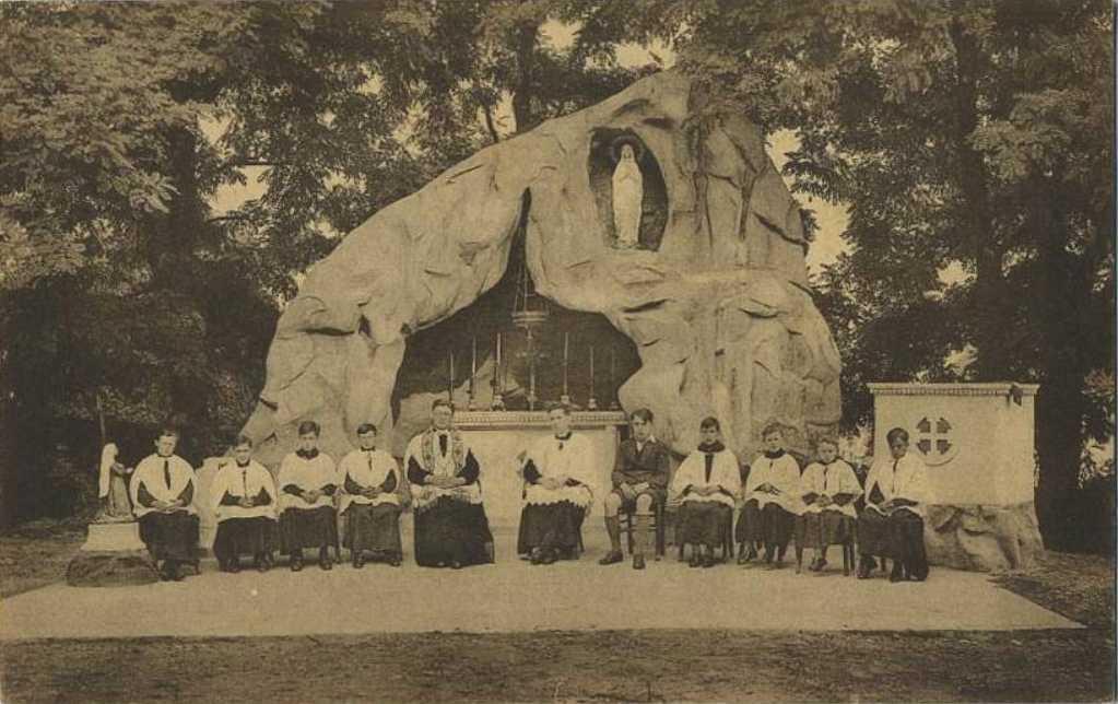 Les répliques de la grotte de Lourdes 2013-067