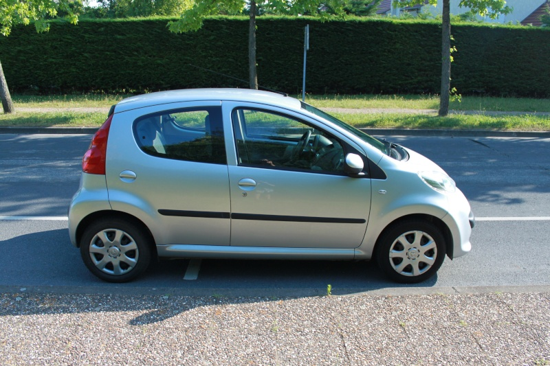 [VENDUE] Peugeot 107 Trendy 1.0L 5p gris alu 0710