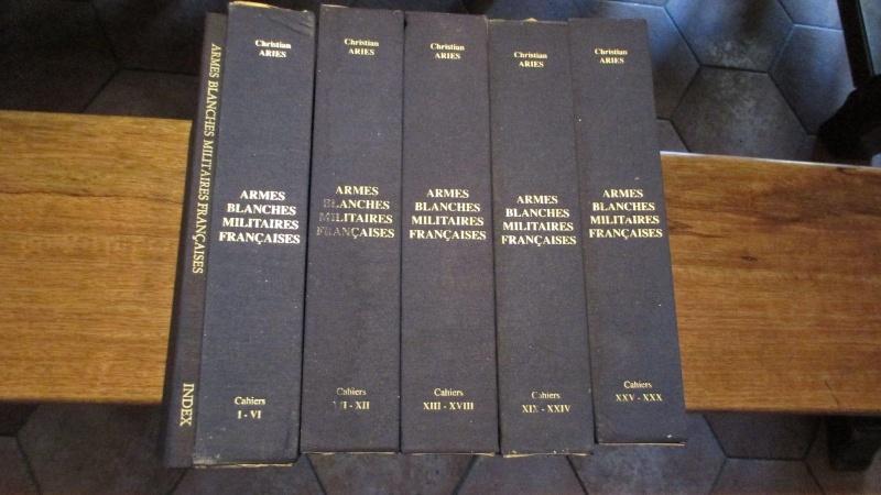 Cahiers Ariès, les armes de la marine et Juan Calvo. _5711