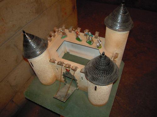 Les figurines anciennes, leurs accessoires et leurs décors. Cc5grw10