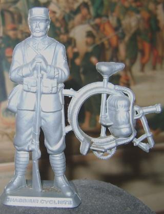 Les figurines anciennes, leurs accessoires et leurs décors. Dsc04425