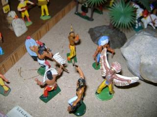 Les figurines anciennes, leurs accessoires et leurs décors. Dsc04524