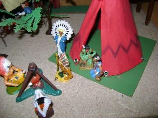 Les figurines anciennes, leurs accessoires et leurs décors. Dsc04525