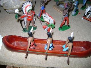 Les figurines anciennes, leurs accessoires et leurs décors. Dsc04526