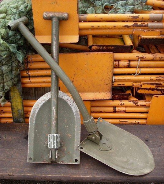 Ces objets militaires dont on se demande toujours d'où ils viennent. Pelle_10