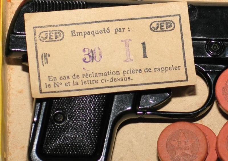 Les jouets militaires en tôle, plastique ou bois. Sans_t61