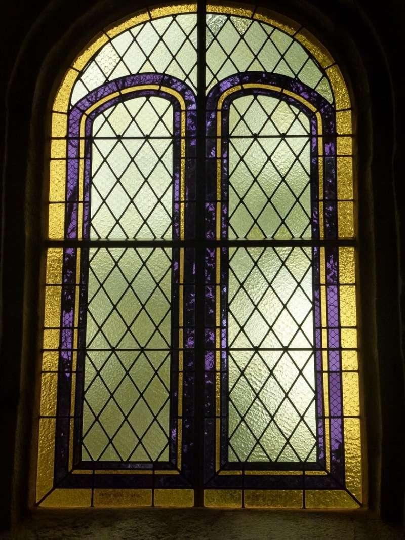 Vitrail installé à la chapelle Saint Sébastien P1050622