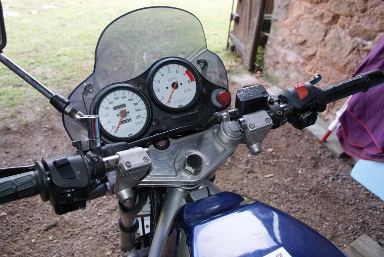 Changement de guidon sur Skorpion 660 T111