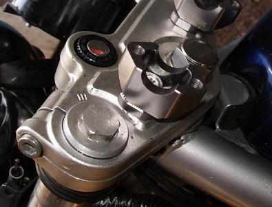 Changement de guidon sur Skorpion 660 T812