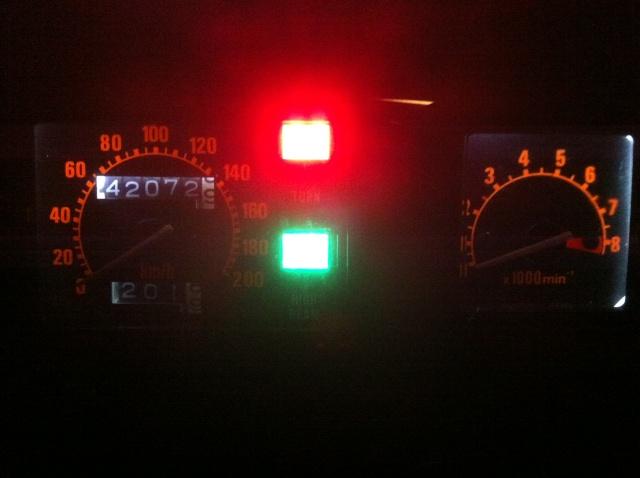 Renforcer l'éclairage compteur/compte tours Img_2510