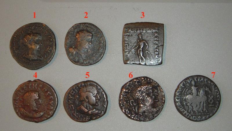Brochette de monnaies antiques inconnues et bien exotiques.. Dscn2410