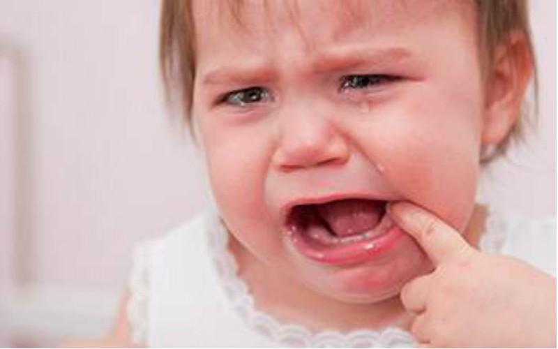 4 astuces pour lutter contre les douleurs dentaires de bébé Sans_332
