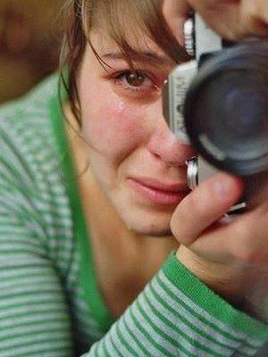 Un petit garçon demanda à sa mère : - Pourquoi pleures-tu ? Sans_393