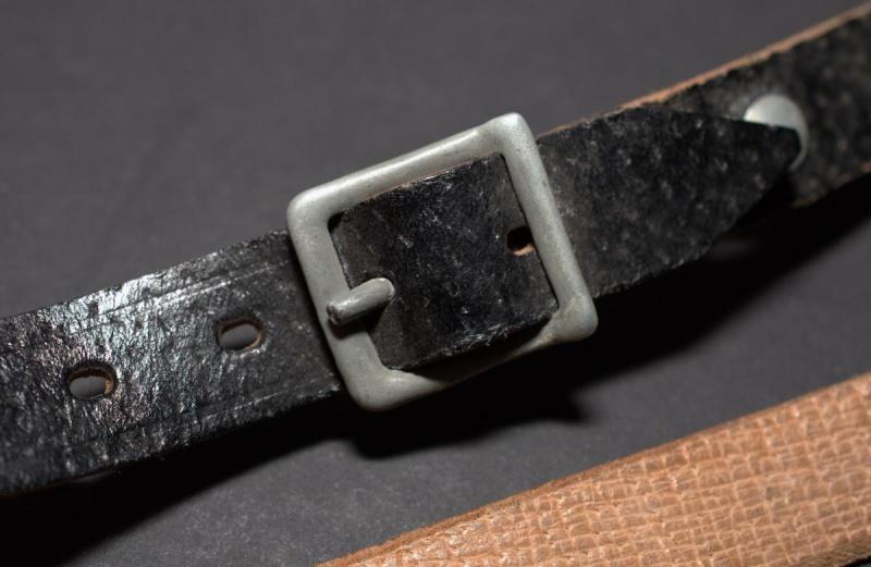 La jugulaire du casque allemand Dsc_0011